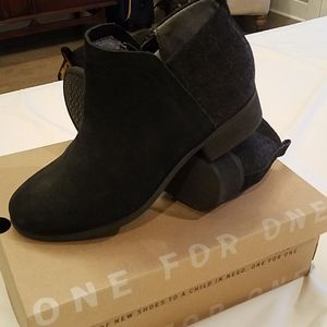 Tom's Deia Black Ankle Booties Size 6